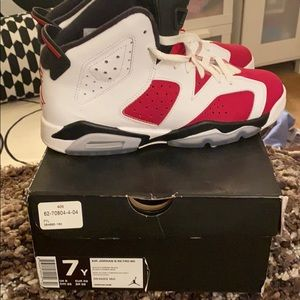 Air Jordan Retro 6 Sneaker